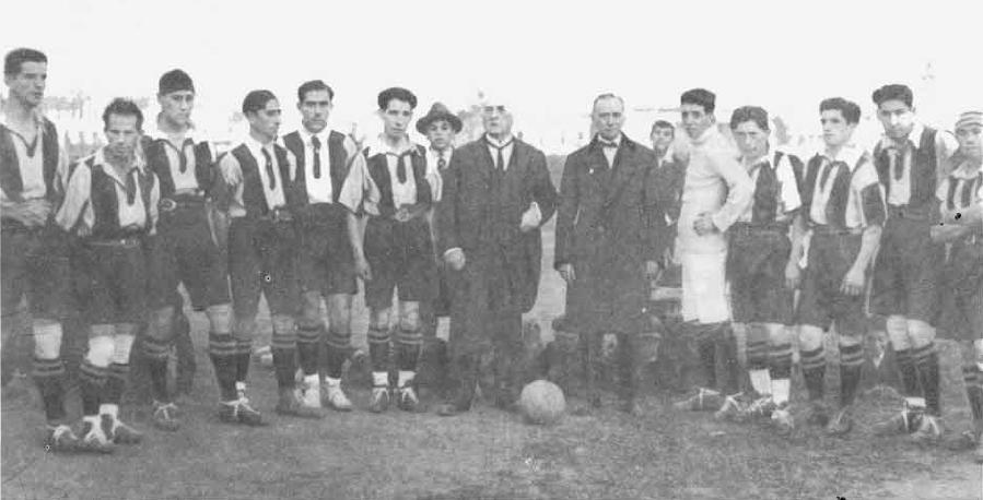 Arturo Fernández Vial y el club, 1910.